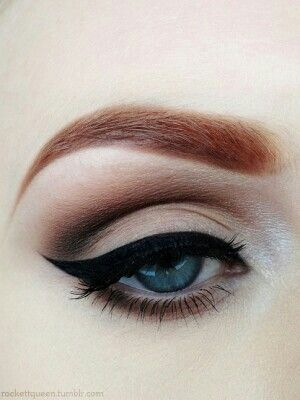 Bridal Makeup: Classic Cat Eyeliner
