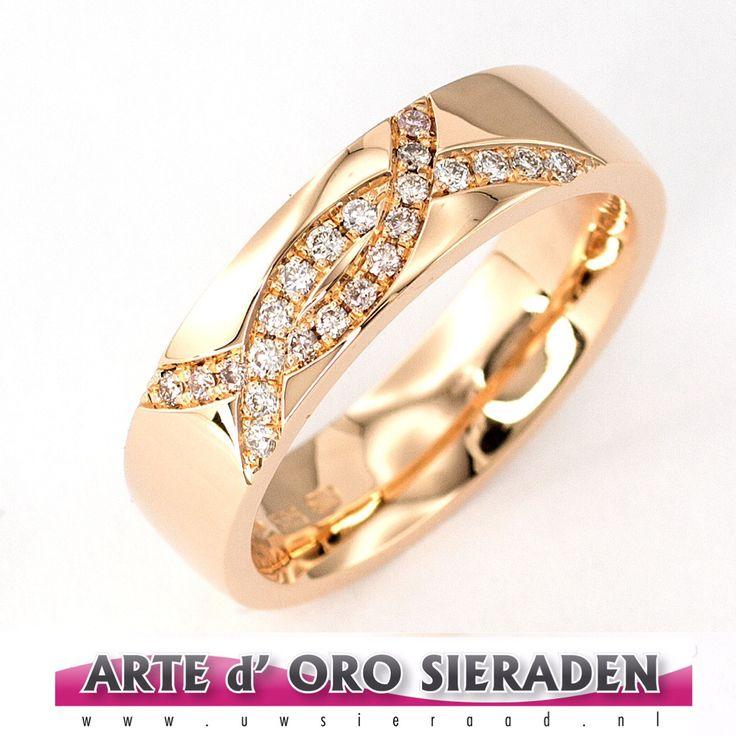 Rosé gouden ring met briljanten in pinky en wit.