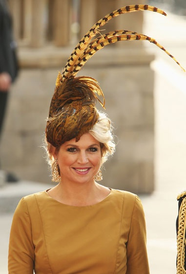 Princess Máxima of the Netherlands wore a Fabienne Delvigne feathered fascinator with her Natan ensemble.