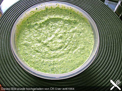 Frankfurter Grüne Soße - http://mobile.chefkoch.de/rezepte/m1021661207383908/Frankfurter-Gruene-Sosse.html