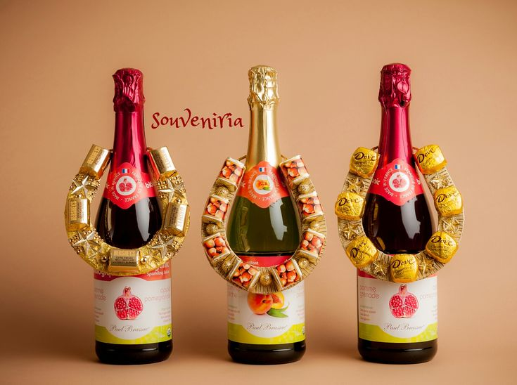 "It is a nice decor bottles of Champagne, a sweet treat and a at the same time a mascot! ""Sweet Horseshoe"" will decorate a festive table and will also be a nice gift for family and frien…"