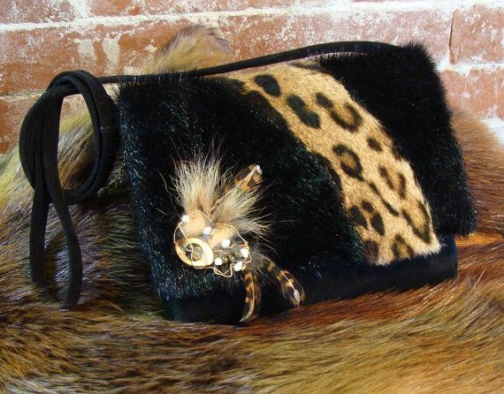 Petit sac de fourrure et de suède recyclés  fait main recycled fur and leather handbag handmade