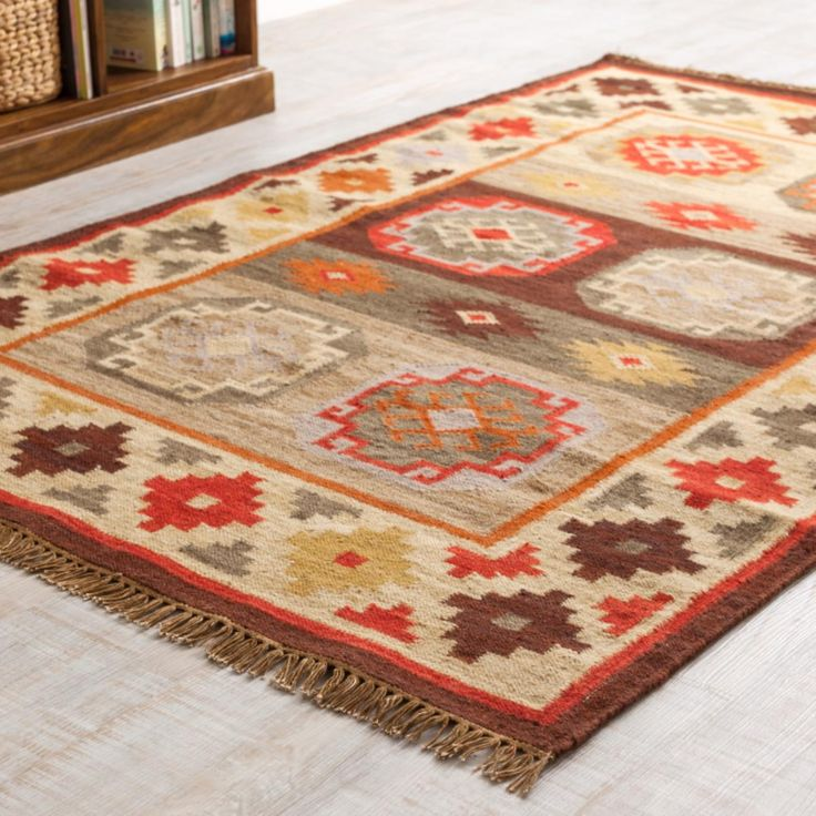 A beautiful Karom Kilim rug in stunning earth tones, traditionally woven on flat looms in northern India. Consisting of 80% wool and 20% cotton. Fair Trade