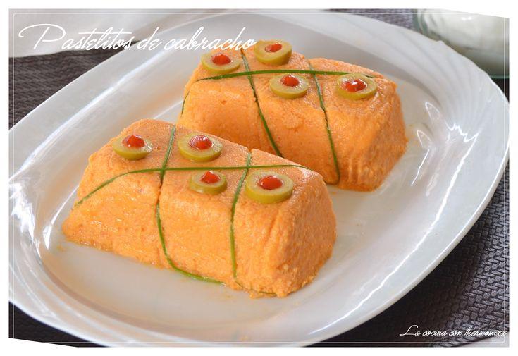 El pastel o pudin de cabracho es sin duda una de las recetas más populares en las cartas de muchos restaurantes. Este plato fue una invención del conocidisimo cocinero Jose Mari Arzak. El c…