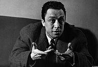 """Le droit au bonheur et à la vie comme politique : Le soleil sur les ruines de Tipasa célébré par Camus ne saurait se confondre avec celui de Platon, allégorie du Bien absolu dans La République, car le culte des abstractions de la pensée politique n'a pas droit de cité dans l'œuvre de l'écrivain consacré, avouant humblement dans ses Carnets en 1959, """"que ce n'est pas moi mais la plume qui pense""""..."""