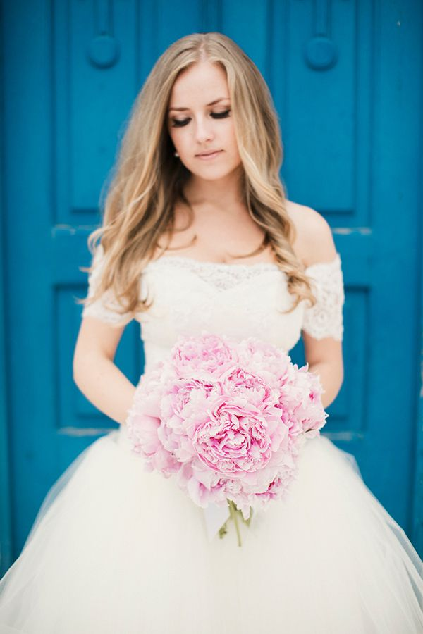 Ρομαντική νυφική ανθοδέσμη μόνο με ροζ παιώνιες