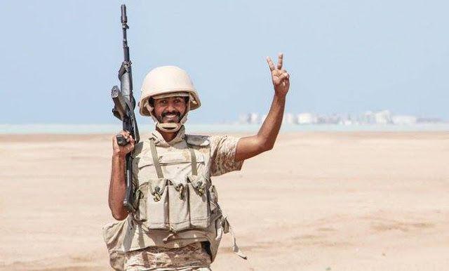 Houthi masih coba melawan di kota Mokha  Pasukan keamanan berpose sebagai tanda kemenangan setelah berhasil merebut kota Mokha (Arab News)  Pemberontak Syi'ah Houthi melakukan perlawanan sengit pada Kamis (26/1) di kota pelabuhan Laut Merah Mokha. Meski mereka telah dikepung oleh pasukan pro-pemerintah. Bentrokan mematikan telah terjadi sejak tiga minggu lalu ketika pemerintah Yaman didukung koalisi Arab meluncurkan operasi. Sebanyak 20 militan Syi'ah dan 7 pejuang pro-pemerintah tewas dalam…