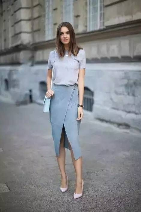 Fashion Styles: Gray Tshirt & Slit Skirt
