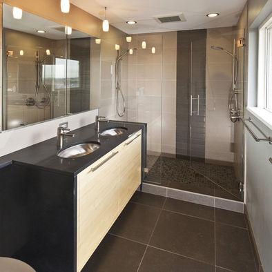 Vertical accent stripe in tile shower - Bathroom tile vertical stripe ...