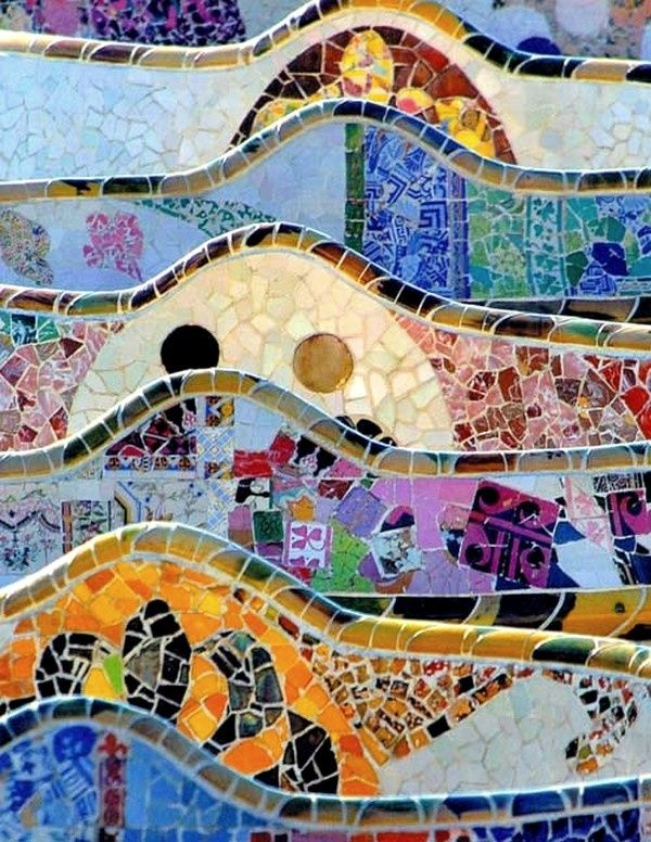 Parc Guell, Barcelone  El color siempre es algo impresionante  http://www.abchumboldt.com