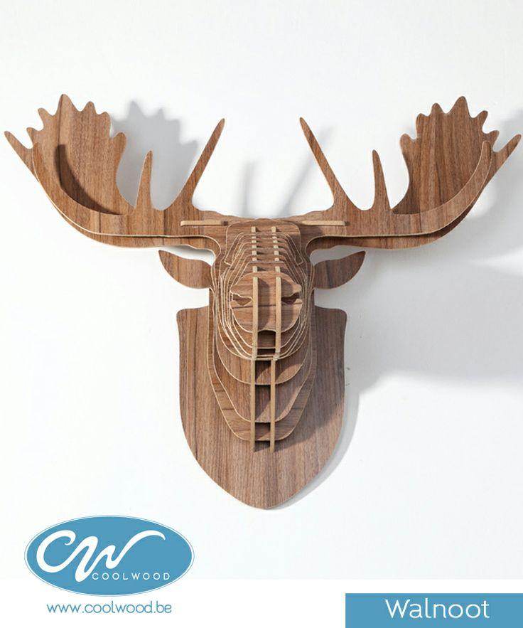 Deze houten rendierkop is een must voor elk eigentijds interieur, of het nu voor de woonkamer is of voor op kantoor, het trendy ontwerp zal een stukje natuur toevoegen aan uw huis, en dit zonder te moeten gaan jagen!
