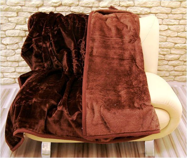 Dekorativní deka na postel hnědé barvy