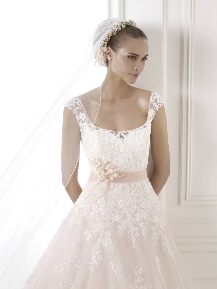 A legújabb 2015-ös Pronovias esküvői ruha kollekció legnagyobb kínálatával várjuk kedves menyasszonyainkat Magyarország legexkluzívabb esküvői ruhaszalonjában!