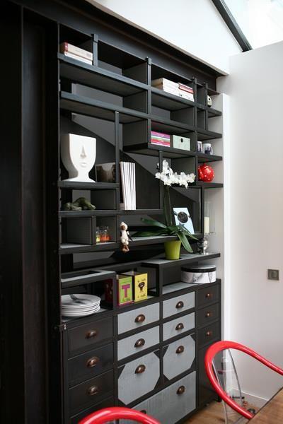 """bibliothèque et son meuble en métal brut et bois patiné. """"indoor-concept"""""""