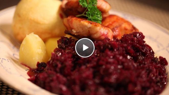 Rode kool met speculaaskruiden en gepofte appel - recept | 24Kitchen