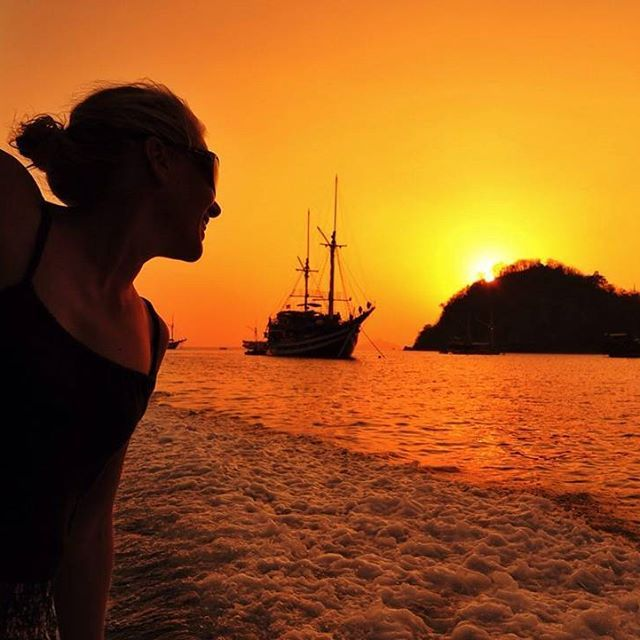 A beautiful sunset after a day of diving is the best! #indonesia #flores #komodo #labuanbajo #sunset #colors #scuba #diving #scubadiving #scubagirl #livetoscuba #padi #photooftheday #instapic #exploreindonesia #wonderfulindonesia @lydiavvlijmen
