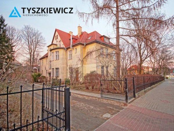 Klimatyczne, sopockie mieszkanie  w Sopocie Górnym. Mieszkanie znajduje się w zadbanym trzypiętrowym bloku mieszkalnym w otoczeniu przedwojennych willi, niedaleko Opery Leśnej oraz Łysej Góry. Jest to przyjazne do zamieszkania miejsce, a także opcja dobrej inwestycji i przeznaczenie mieszkania do wynajmu. #sopot #molo #monciak #las #zielen #spokoj #dom #kamienica CHCESZ WIEDZIEĆ WIĘCEJ? KLIKNIJ W ZDJĘCIE!