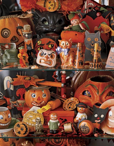 Another shelf of creepy cool vintage and retro Halloween collectibles! Noisemakers, tambourines, jack-o-lantern candy containers, papier mache pumpkins, figurines, die cuts, black cats... Fun, fun, fun!