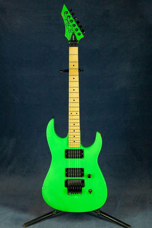La Bc Rich Gunslinger USA finition Neon Green. Retrouvez des cours de guitare d'un nouveau genre sur MyMusicTeacher.fr