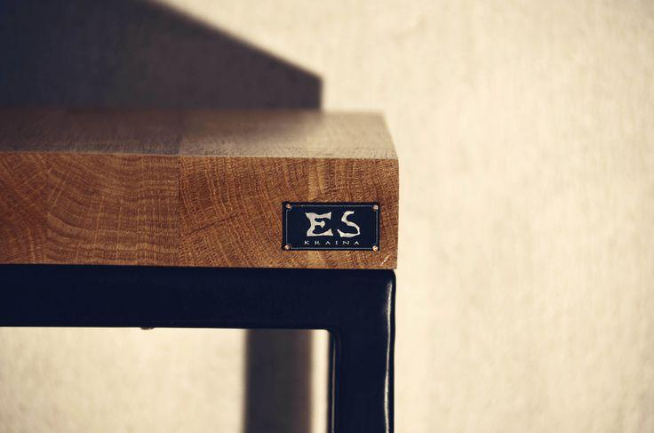Handcrafted stool, frame is painted in black matt steel, oak top, minimal style, minimalistyczny taboret z dębowym blatem, lakierowany bezbarwnie, LABI, Kraina ES #stool, #ironstool, #minimalism, #krainaes, #craft, #taboret, #reczniewykonany