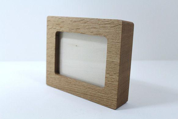 木のかたまりをくりぬいてフォトフレームを作りました。どんな写真にも合わせられると思います。L版サイズ(89mm×127mm)が入るサイズです。縦置...|ハンドメイド、手作り、手仕事品の通販・販売・購入ならCreema。