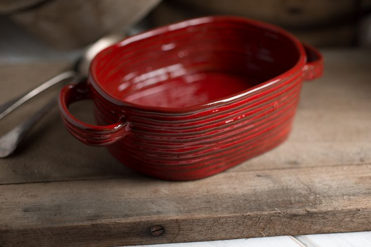 Colombino ceramic ovenware handmade by Italian craftsmen using traditional coiling technique. Beautiful, seasonal red glaze. Perfect for your festive cooking this christmas.