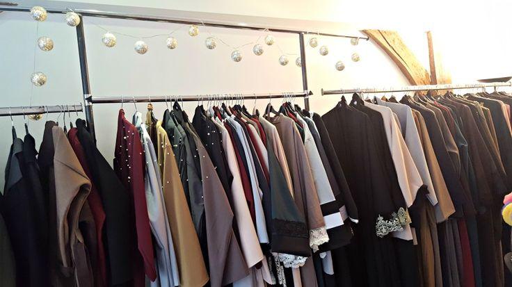 Sans demi mesure vend des abaya perlés et des kimono pas cher