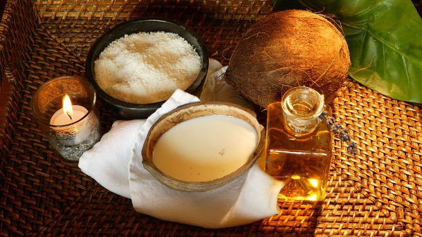 Wenn man sich ansieht, wofür Kokosöl so alles verwendet werden kann, könnte man glatt auf die Idee kommen, sich eine Kokosplantage zuzulegen – das würde sich echt lohnen! Schließlich ist Kokosöl üb…