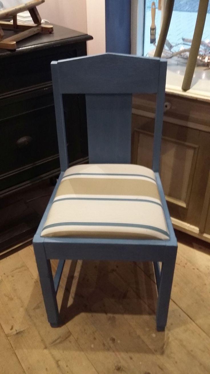 Een oude stoel nieuw gemaakt met #AnnieSloan #ChalkPaint #GreekBlue en #AnnieSloanfabrics #Granvilleticking
