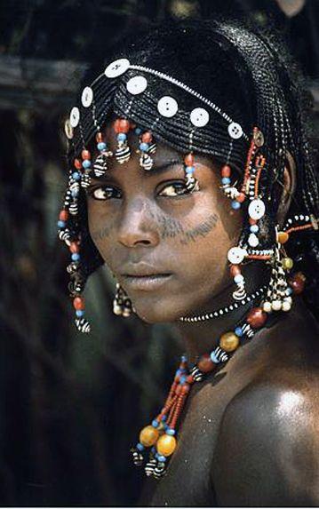 Africa | Young Afar woman, Ethiopia.Pan de limón con pepitas de amapola. Cristina Campos