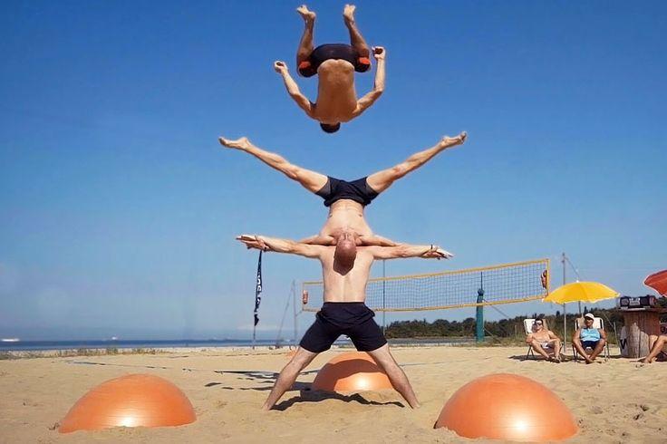 Экстремальные трюки на пляже с фитболом  Экстремальный отдых на пляже с фитболом группы молодежи. Гимнастика, паркур, акробатика и другие трюки с фитболом. А тебе слабо сделать подобный трюк? #лайк #смотреть #жизньпрекрасна #видос #ролик #супер  https://mensby.com/video/entertainment/7468-trick-on-the-beach-with-fitball