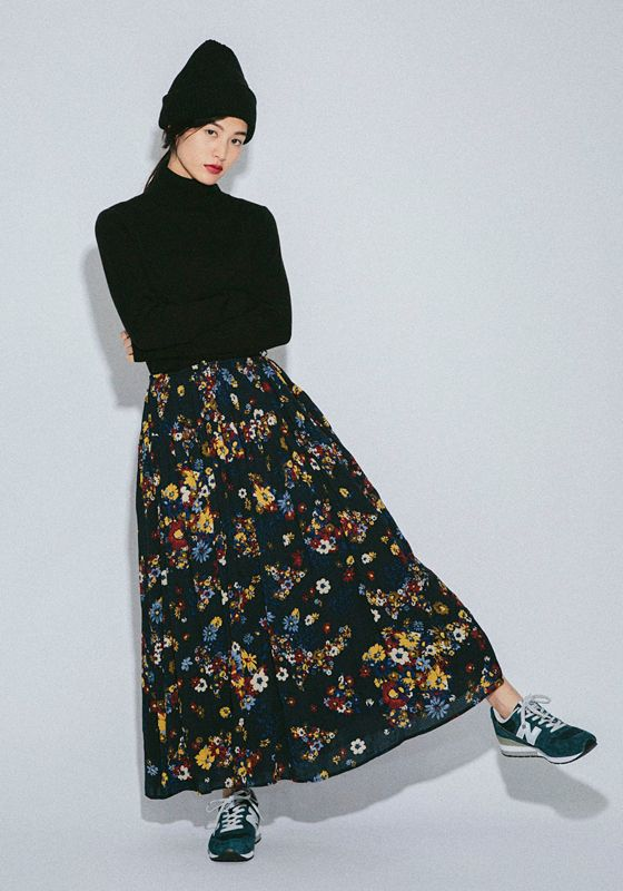 Everyday outfits recommended by stylists.Added sneakers and a knit hat to the cute flowery skirt made of georgette fabric to get a casual look.Plain Ribbed Watch Cap¥1,900+tax / No206807Ribbed Long Sleeve Turtleneck¥3,900+tax / No21183170's Flower Maxi Skirt¥6,900+tax / No209439MRL996 15AW(NEW BALANCE)¥13,800+tax / No429096