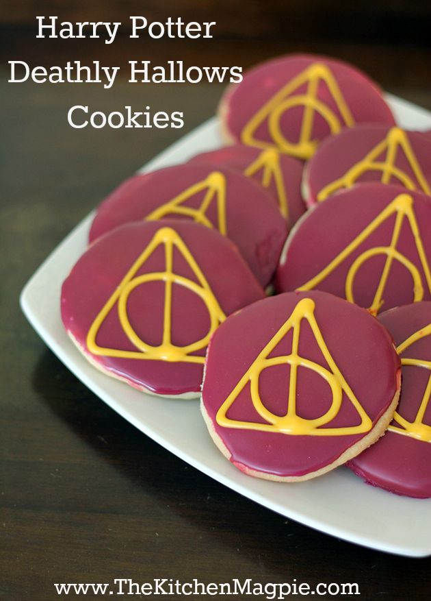 My favorite book turned into a cookie! Harry Potter Deathly Hallows cookies! Perfect for Halloween or a Harry Potter party! The best part is the sheer geekiness of these, you really gotta be a Potter fan to know what that symbol means! from @ktichenmagpie