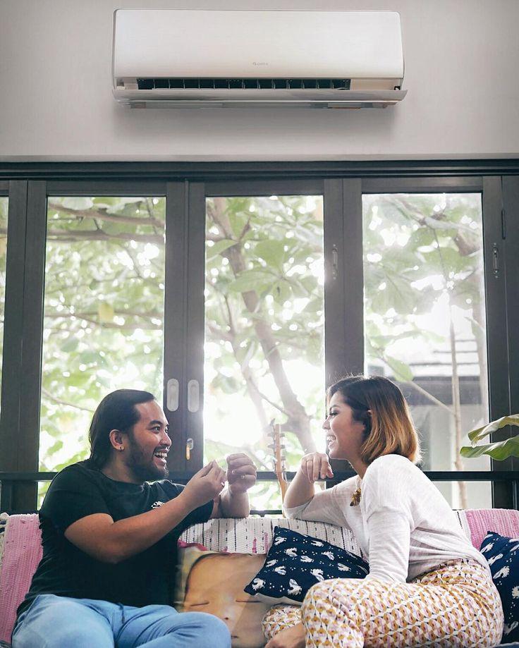 ngobrol bareng suami nggak akan ada habisnya. apalagi kalau udah di tempat favorit kita berdua. terkadang cukup simple sih, untuk membuat suatu ruangan menjadi tempat favorit untuk kita. selain pencahayaan yang bagus, kualitas udara di ruangan juga harus oke! makanya saya pilih AC Gree ini sebagai pelengkap kenyamanan di ruangan favorit saya dan suami. di sini, kita berdua selalu ngerasa adem! 😚💖 #180HariGantiBaru #PeloporACCanggih #GreeFiesta @greeindonesia