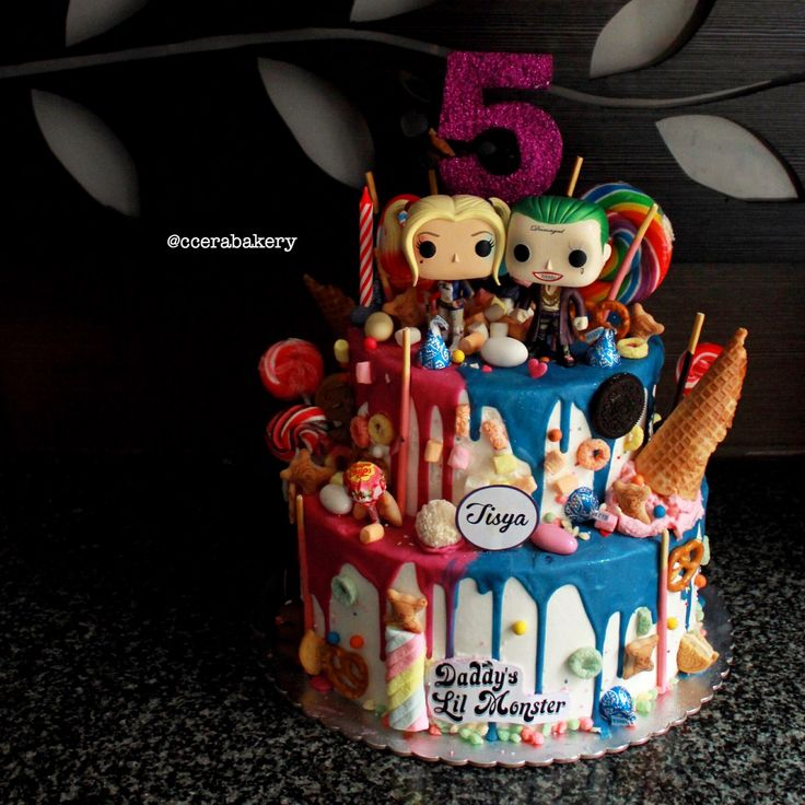 Harley quinn and joker cake chocodrop with funko pop  Insta @ccerabakery