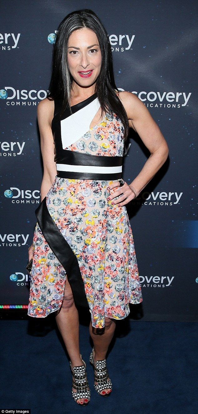 Stacy London discloses her challenges with psoriasis and body image #dailymail