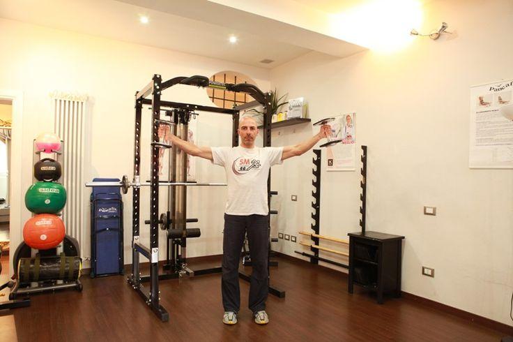 """#PersonalTrainer #Bologna - """"Alzate laterali con manubri"""" per i #muscoli delle #spalle  #fitness #allenamento #palestra #gym"""