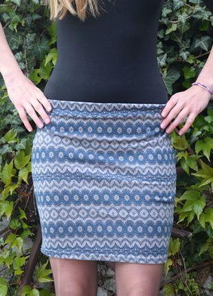 Kupuj mé předměty na #vinted http://www.vinted.cz/damske-obleceni/midi-sukne/11978096-elasticka-sukne-vzorovana