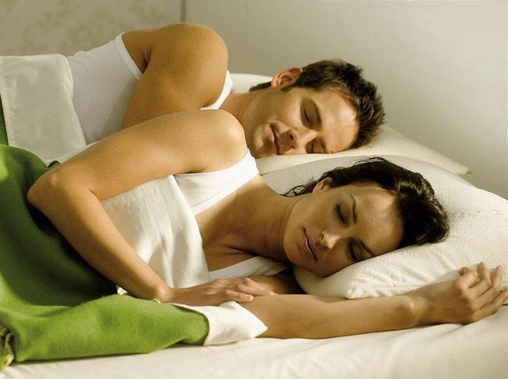 Маткас футон на пол, матрас на деервянном каркасе. Спальные системы для сна.