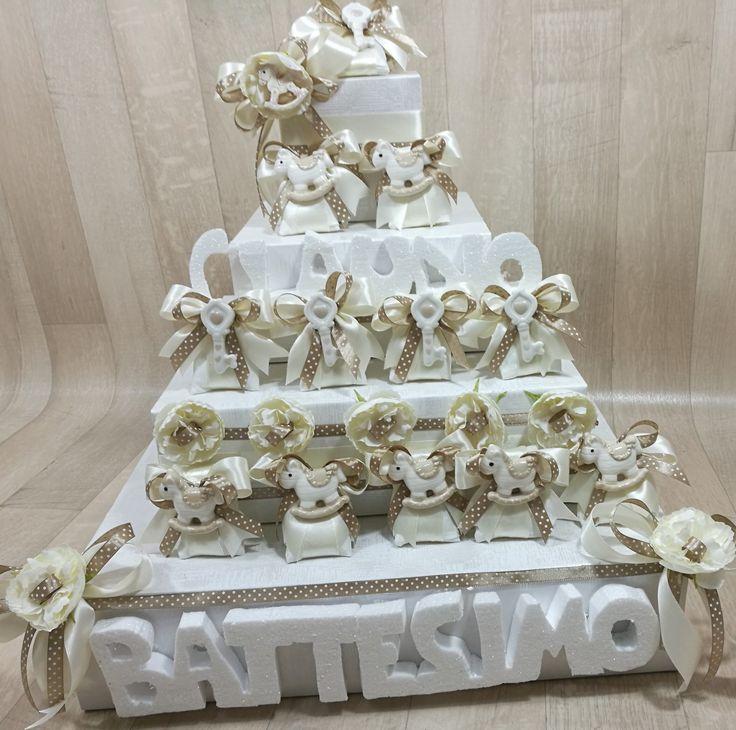 #torta #portabomboniere     #bomboniere #battesimo #cavalluccio #chiave #scritte 3D in polisterolo www.mobiliastore.it