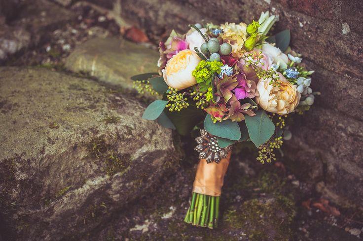 Bridal bouquet with peonies, orange ribbon with a beautiful brooch / Bruidsboeket met onder andere pioenrozen, oranje lint met daarop een mooie broche.  Made by me/ Gemaakt door mij: www.fotozee.nl Ik ben graag jullie trouwfotograaf! photography trouwfoto's trouwfotografie bruidsfotografie
