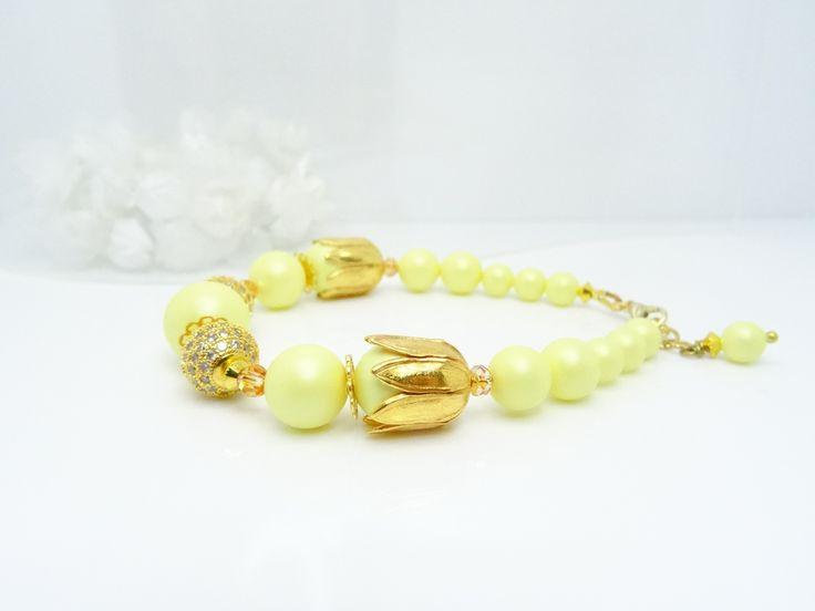 "Bracelet de perles nacrées Swarovski jaune pastel, strass zirconium laiton doré, cristal Swarovski "" Métallic Sunshine "" : Bracelet par madely"
