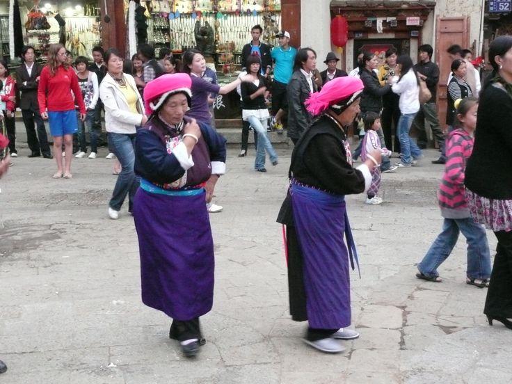 Dansende vrouwen in #China! #travelsmartnl