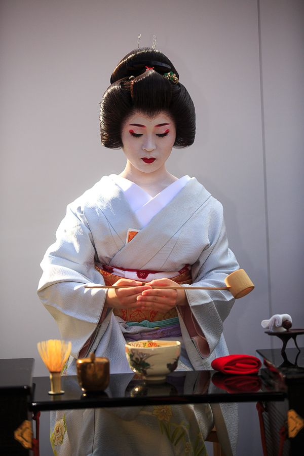 Geiko Ichimari at the 2015 Nishijin kimono garden...