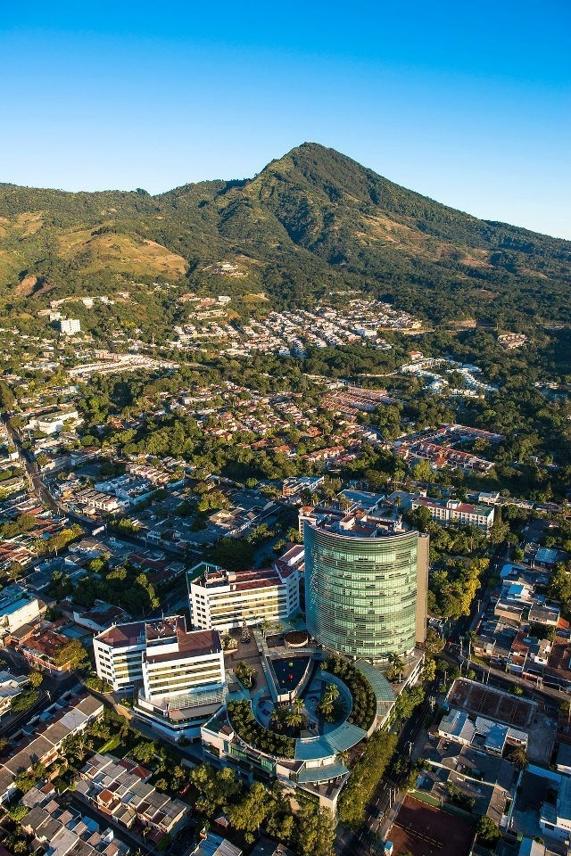San Salvador, la capital de El Salvador.