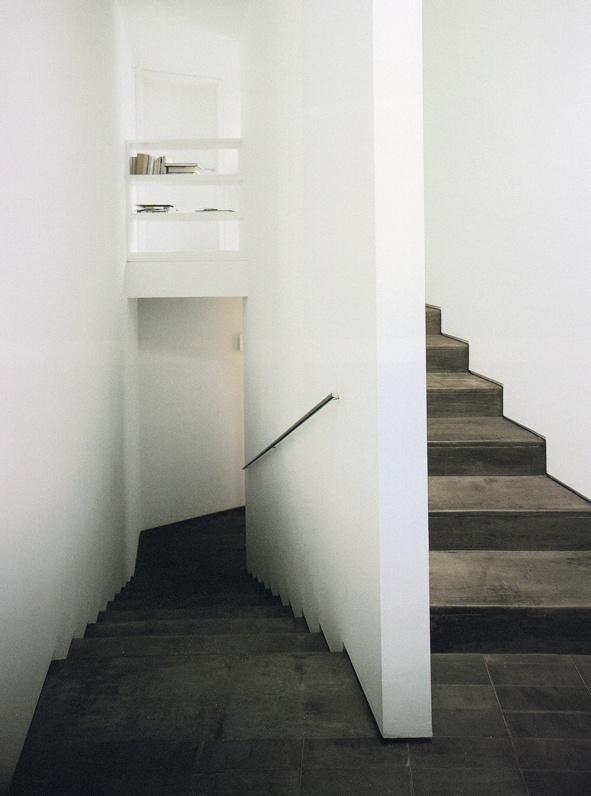 David Chipperfield / House in Corrubedo. Dark timber simple minimal staircase