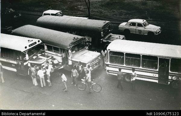 Accidente entre dos Buses Urbanos - Biblioteca Digital - Universidad icesi