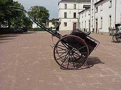Le Tilbury : Voiture de maître, utilisée à la ville ou à la campagne pour de courts déplacements, attelée à un grand cheval.