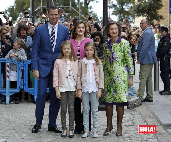 La princesa Leonor y la infanta Sofía, alegría primaveral en la Misa de Pascua de Palma Don Felipe y doña Letizia han presidido su segunda Misa de Pascua en Palma de Mallorca como Reyes, y han estado acompañados por sus hijas y por la reina Sofía