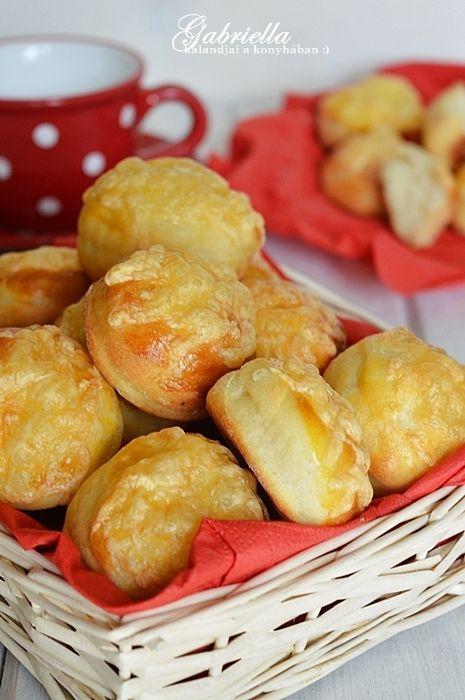 Gabriella kalandjai a konyhában :): Sajtos burgonyás pogácsa pehelykönnyű tésztával